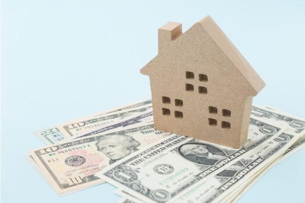 住宅着工、許可件数ともに前月から大幅に減少。