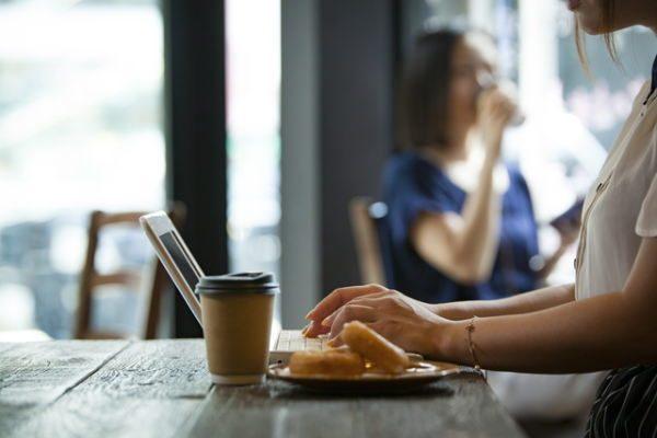 「ネットの口コミ」を参考にして買い物する人は5割以上