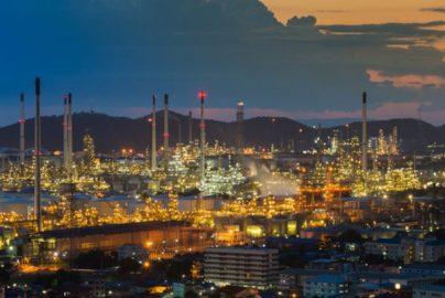 2017年「原油市場見通し」 55ドルを目指しての我慢比べのサムネイル画像