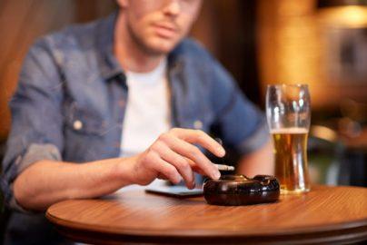 「居酒屋も禁煙にすべき」が6-7割 いま考えるべき「たばこ」問題のサムネイル画像