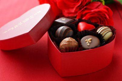 バレンタインの日は株価上昇? 高級チョコブームで注目は……のサムネイル画像