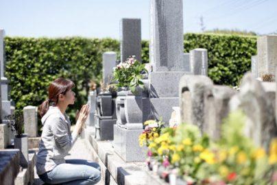 「ゆうパック」で骨を送る? 弔いの軽視か新時代の埋葬の形かのサムネイル画像