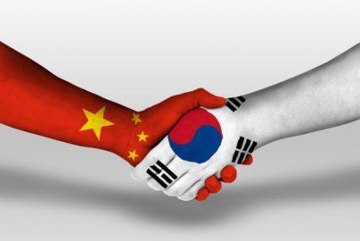 「訪中した韓国議員団を嘲笑する安倍」は中国の好む構図のサムネイル画像