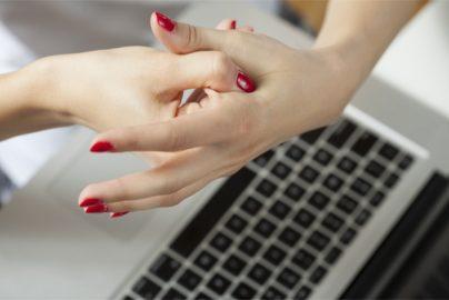 1回たった30秒! デスクでできる「手のひら整体」って?のサムネイル画像