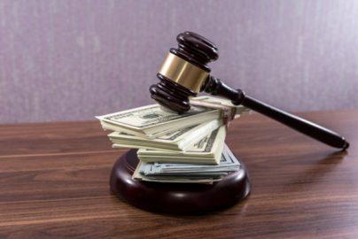 粉飾発覚で株価暴落、損害賠償請求は可能なのか 東芝、エフオーアイ事件に見るのサムネイル画像