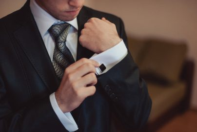 スーツのシャツの選び方と手入れのポイントのサムネイル画像