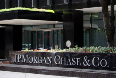 「ビットコインは詐欺」JPモルガン・ダイモンCEOが相場操縦と訴えられるのサムネイル画像