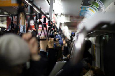 3人に1人は満員電車が原因で引っ越し「狭いけど通勤が楽」派が約6割のサムネイル画像